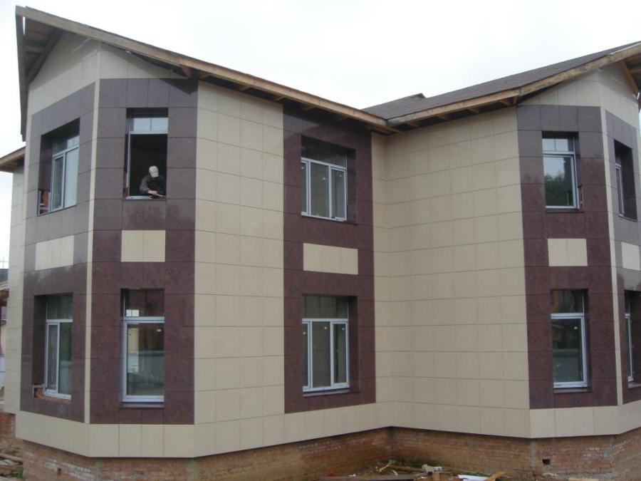 fasad doma iz keramogranita