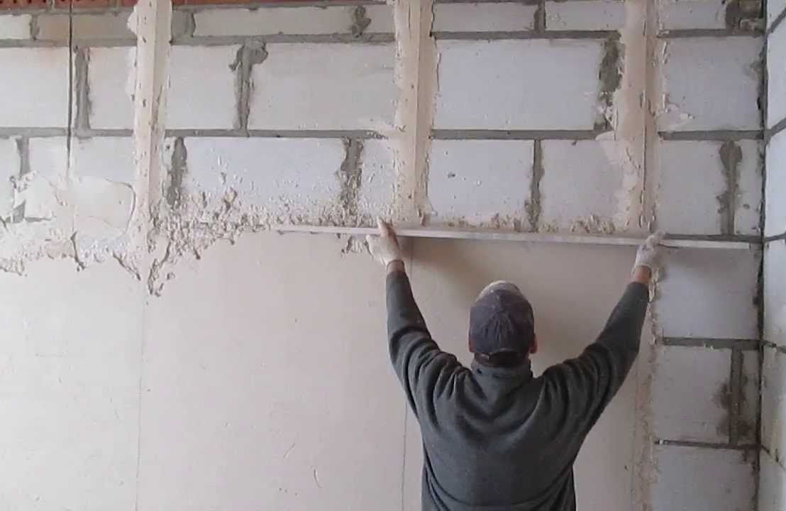 Мокрая штукатурка стен
